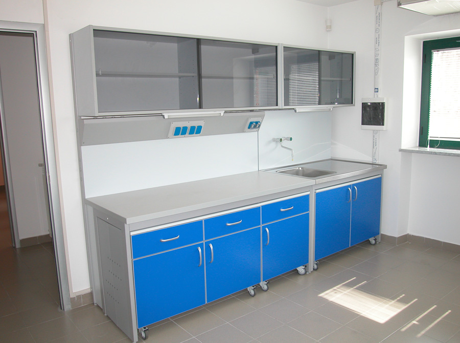 Banchi da laboratorio comfit srl for Arredi da laboratorio